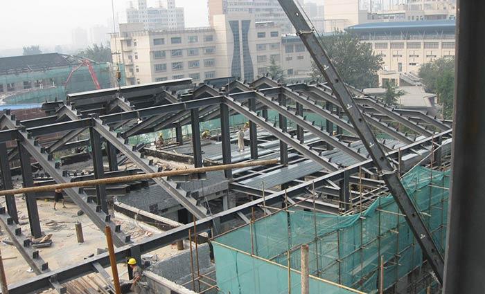 房屋顶层斜顶结构图